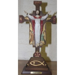 تمثال يسوع الملك مصلوب