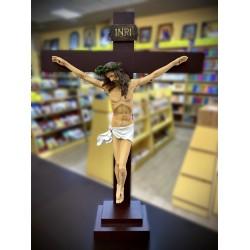 تمثال يسوع المصلوب مع قاعدة