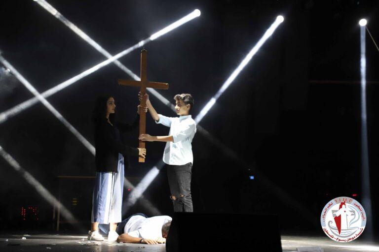 تأمل يسوع مع الشاب والفتاة